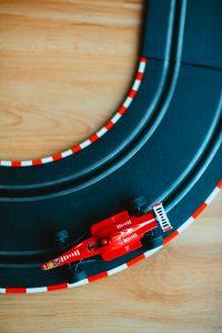 ¿Cómo puedo descargar Wiseplay para visualizar la Fórmula 1?